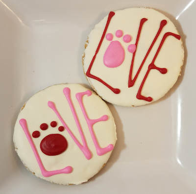 love circle dog treat